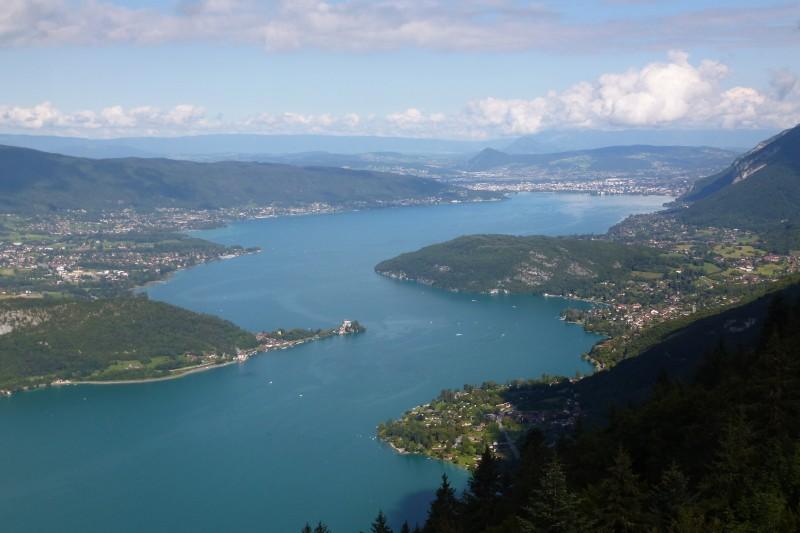 Le-lac-depuis-le-col-de-la-Forclaz-800x533